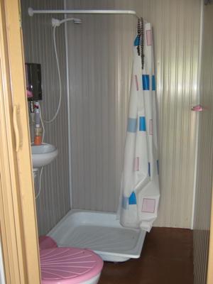 туалет в домике на базе отдыха АРГО
