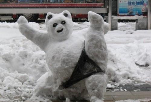 Фото креативных снеговиков из снега
